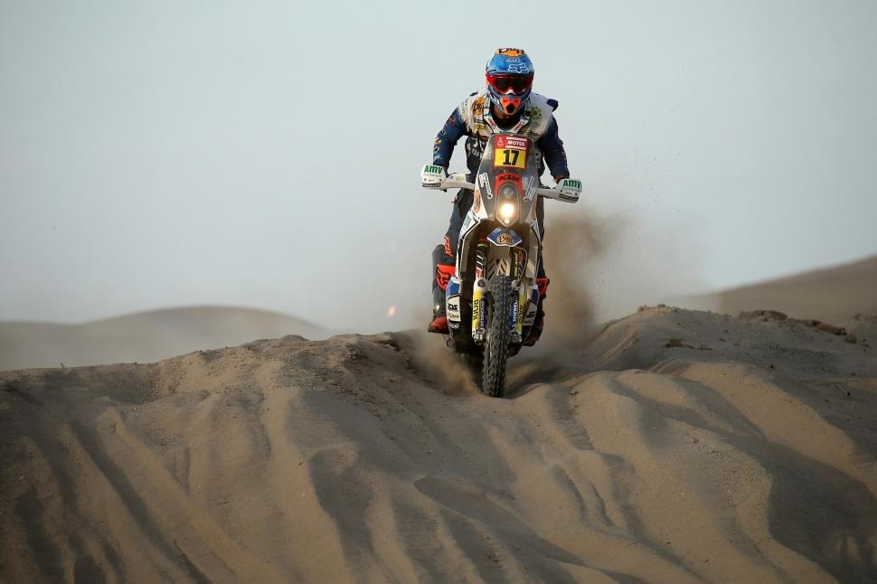El Dakar es reprèn amb Monleón mirant amunt