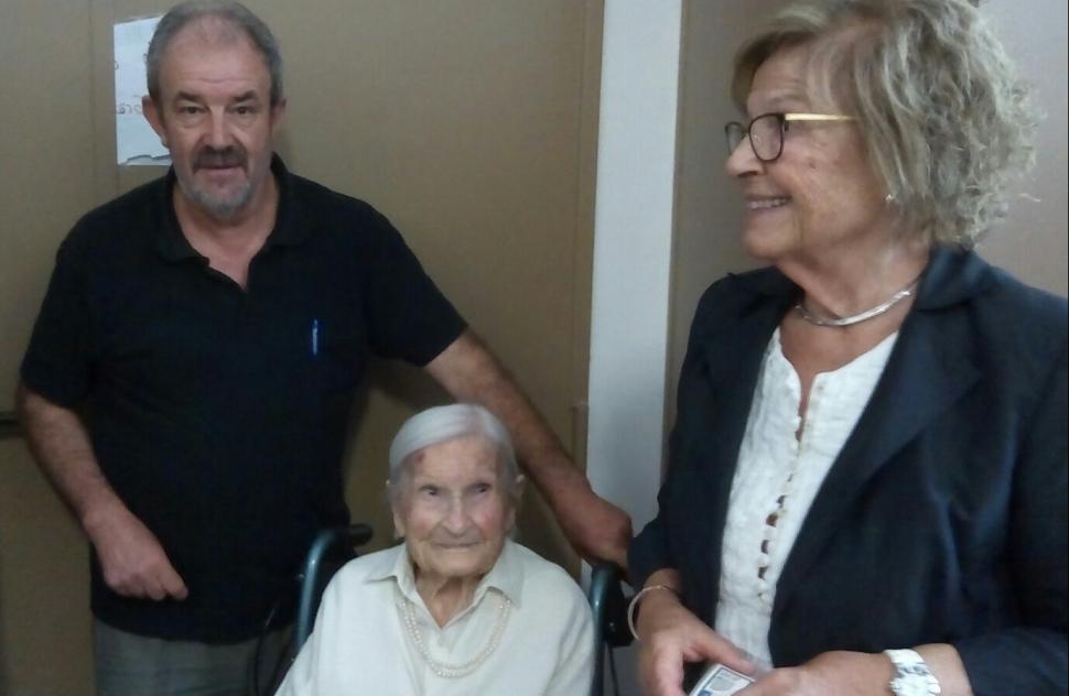 La Cèlia, a punt de fer els 109 anys, també ha votat