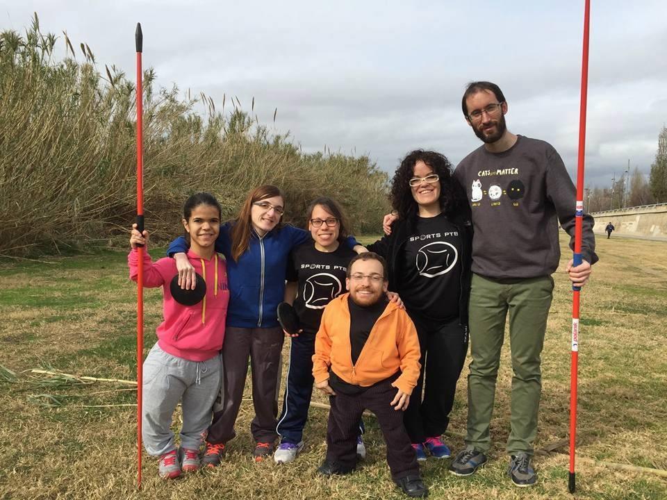 Nayades, al centre, amb l'equip de Sports PTB