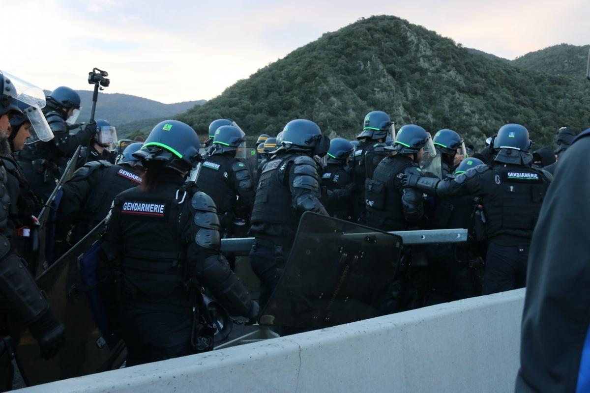 Una de les càrregues policials al nord de la frontera, la setmana passada FOTO: ACN