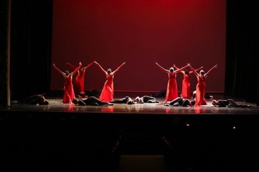 Una actuació al Teatre Municipal l'Ateneu de l'Escola de Dansa