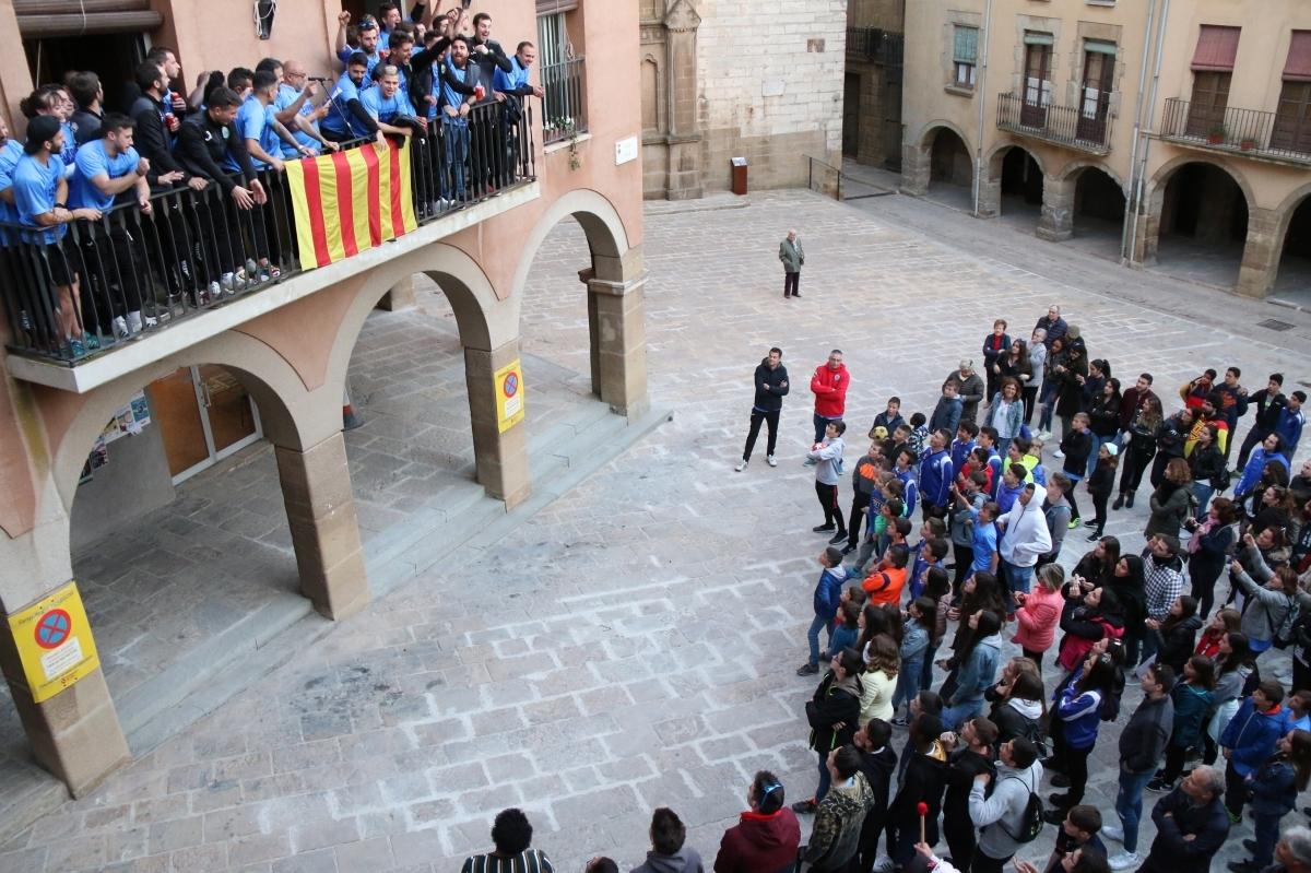 Els jugadors, al balcó de l'Ajuntament