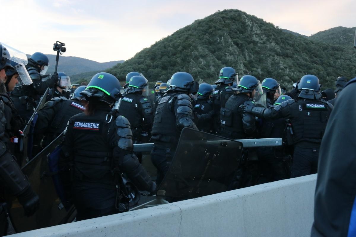 La policia, en ple desallotjament FOTO: ACN