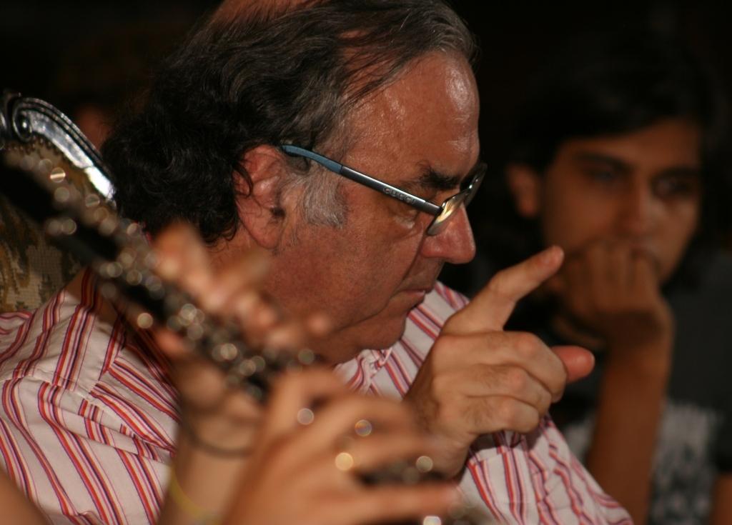 Jordi Mora dirigeix l'Orquestra Segle XXI des dels seus inicis