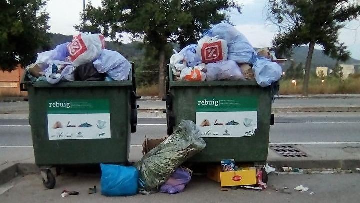 Imatge recent d'un contenidor d'un dels polígons de Vilanova