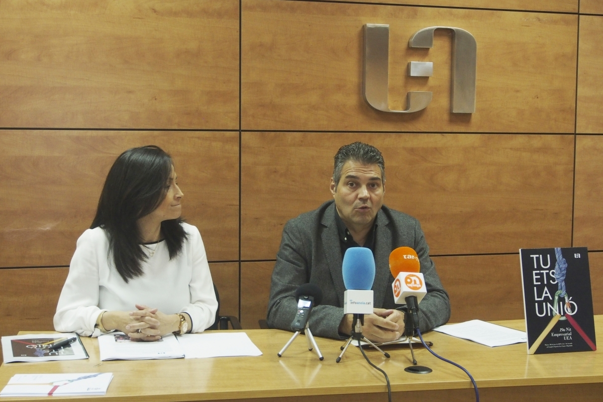 Paula Arias, secretària de la UEA, i el president Joan Domènech, en la presentació de la Nit