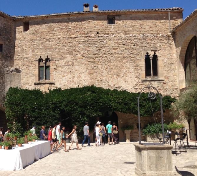 Les visites guiades han servit per conèixer el castell d'aprop.