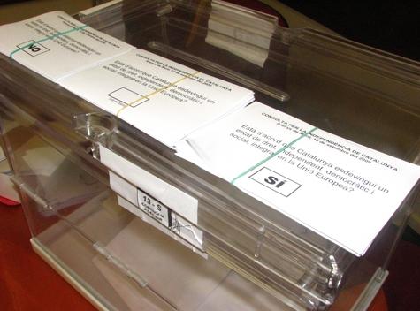 Les urnes i les butlletes a Arenys de Munt