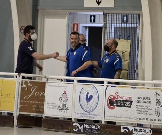 Cáceres, al centre, tècnic de l'IHC aquests últims mesos
