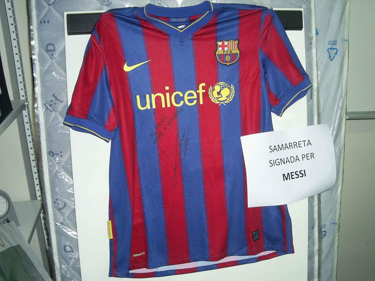 Un dels regals de la tómbola, una samarreta del Barça signada per Leo Messi