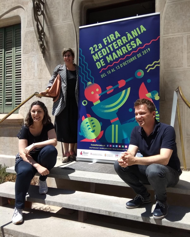 Peu de foto: Maria Picassó, autora de la imatge; Anna Crespo, regidora de Cultura, i Jordi Fosas, director artístic.