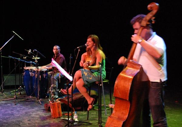 La cantautora lleidatana Meritxell Gené ha agradat al públic de l'Ateneu