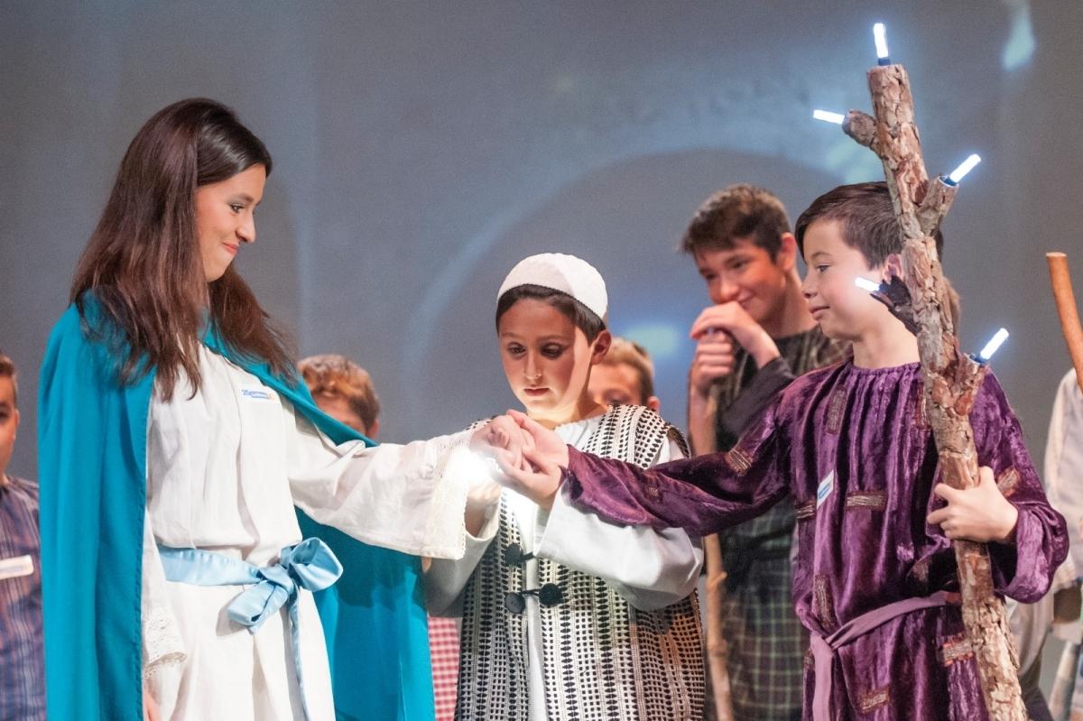 Els joves actors, en una de les tres representacions