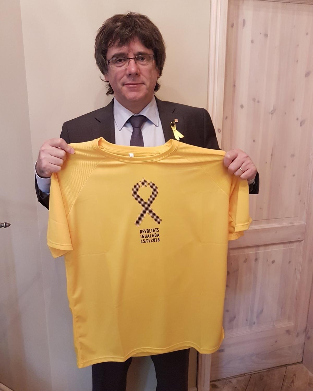 El president Puigdemont, amb la samarreta