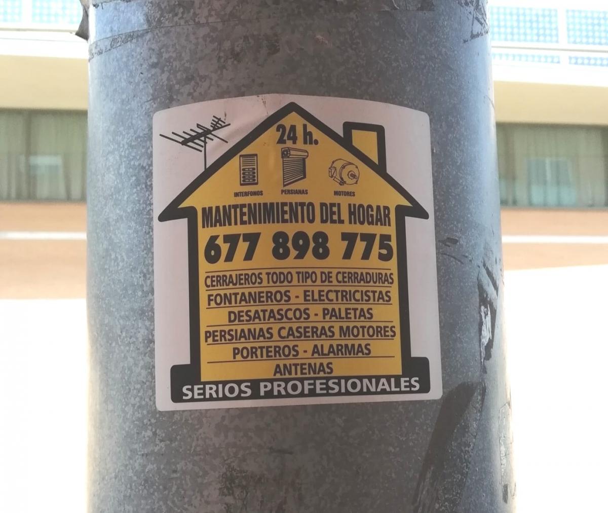 Un cartell a l'espai públic, no sancionat, un indici del greuge que veuen els deu de Vilanova