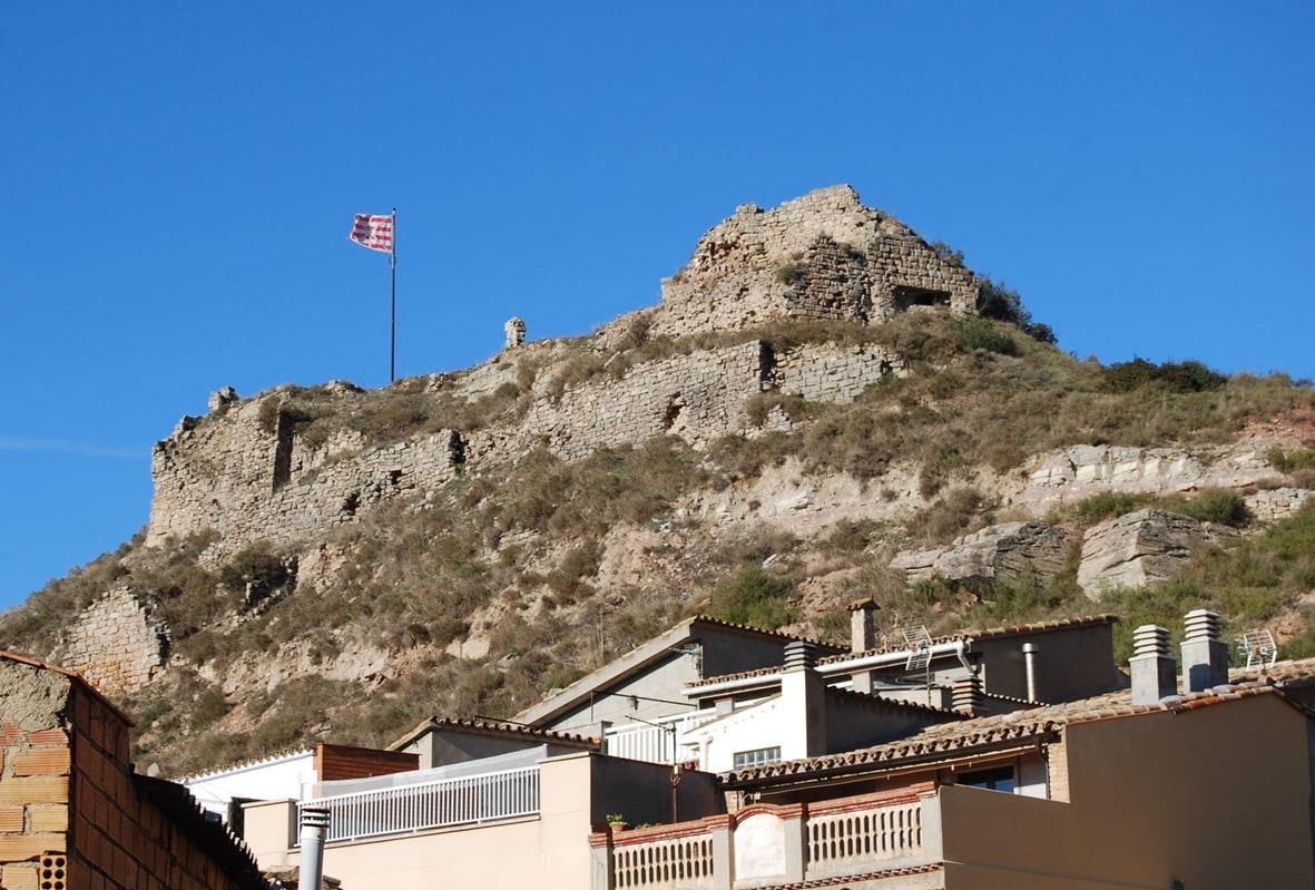 Vista del castell, des del nucli