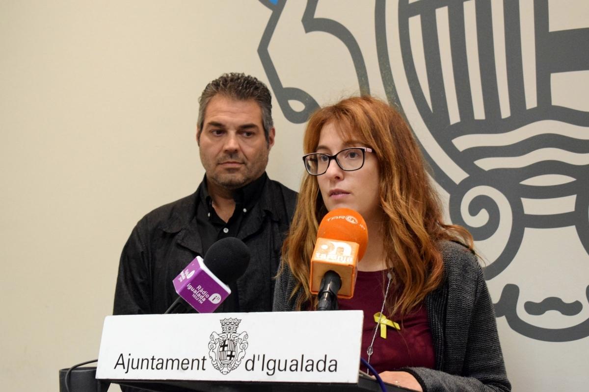 Patrícia Illa, amb Joan Domènech a darrere, en la presentació de l'estudi