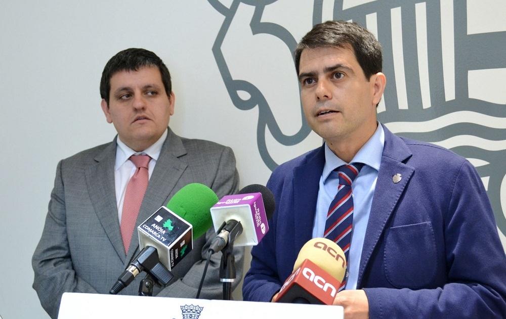 L'alcalde Marc Castells explica l'estat de les finances, acompanyat del regidor d'Hisenda Jordi Segura