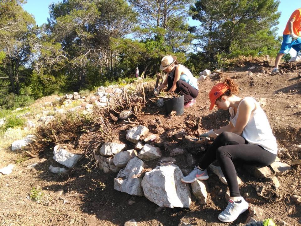 Dues de les participants en aquesta excavació