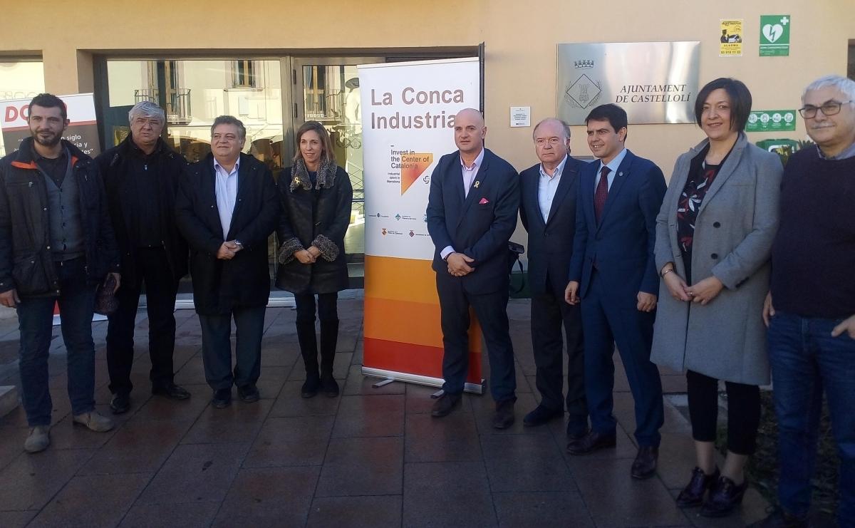 Els alcaldes de la Mancomunitat, davant l'Ajuntament de Castellolí