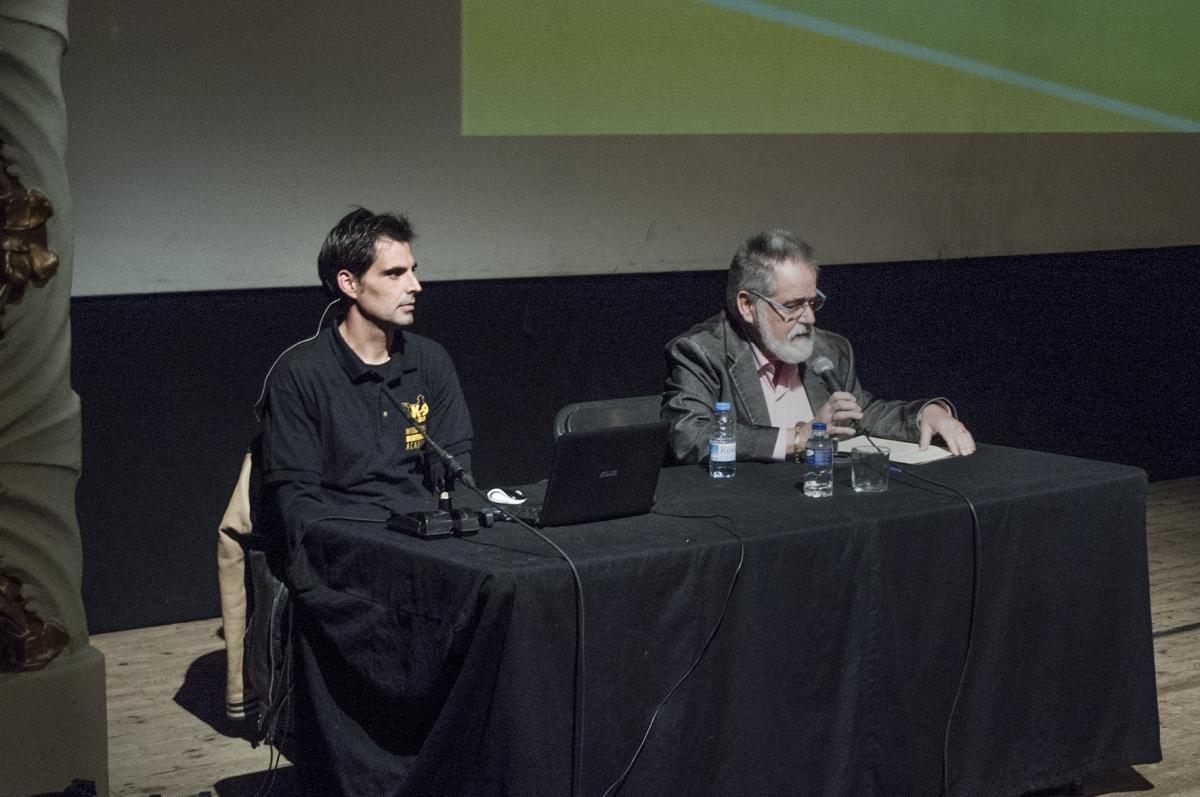 Rafael Bosch, a l'esquerra, a l'inici de la sessió de l'AUGA