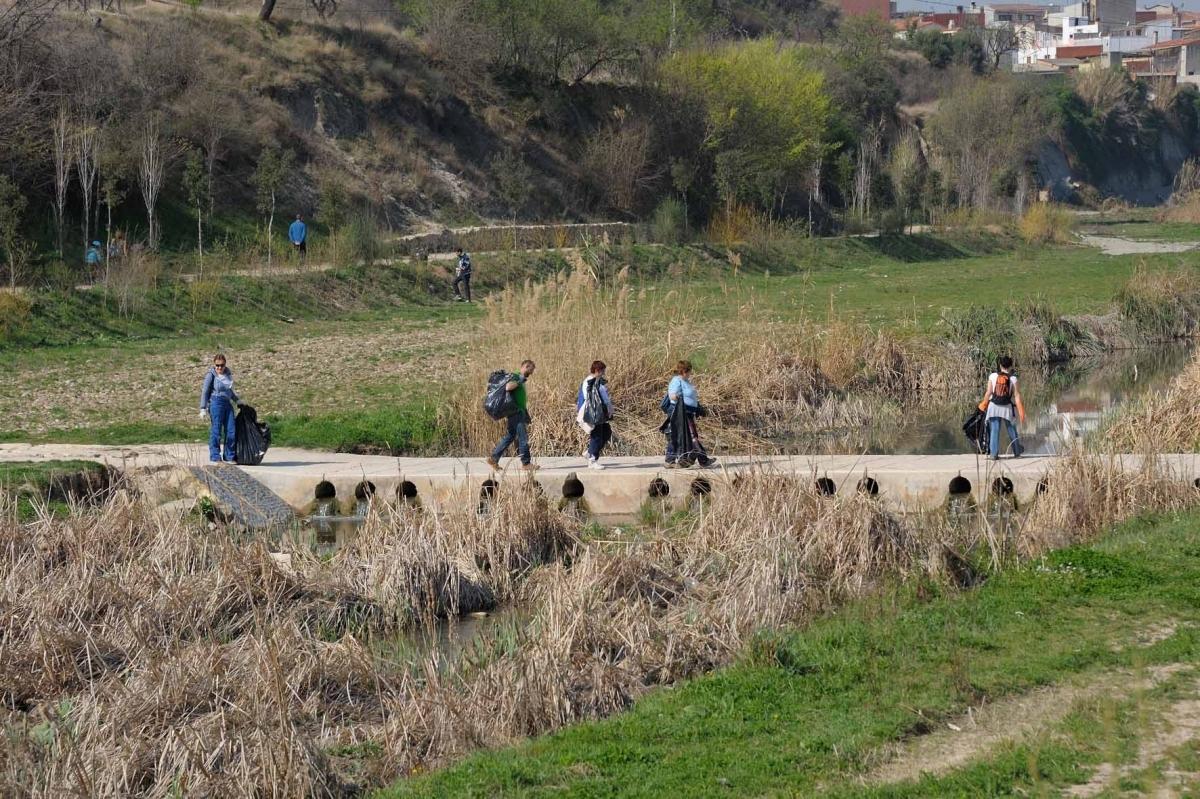 La iniciativa proposa als ciutadans, netejar els residus del riu Anoia