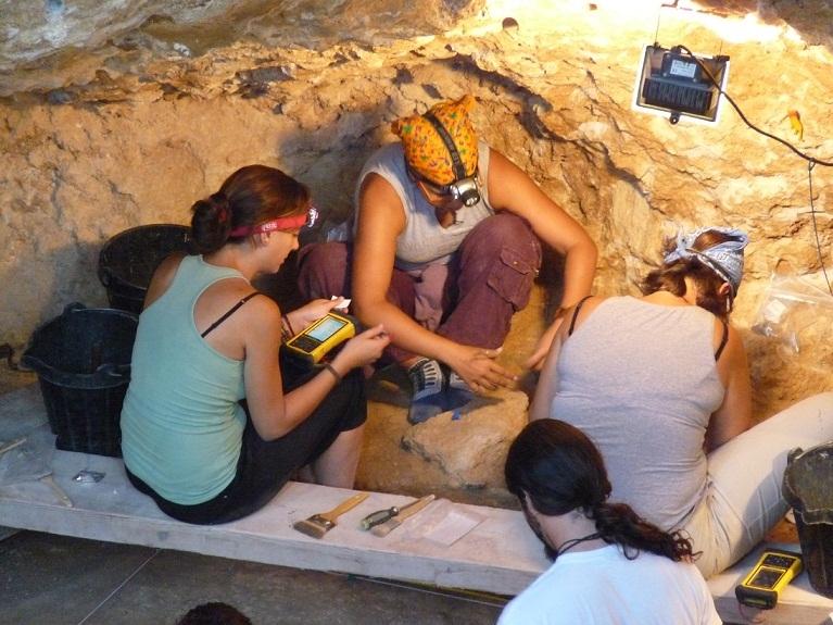 Els arquèolegs excaven durant tot l'agost