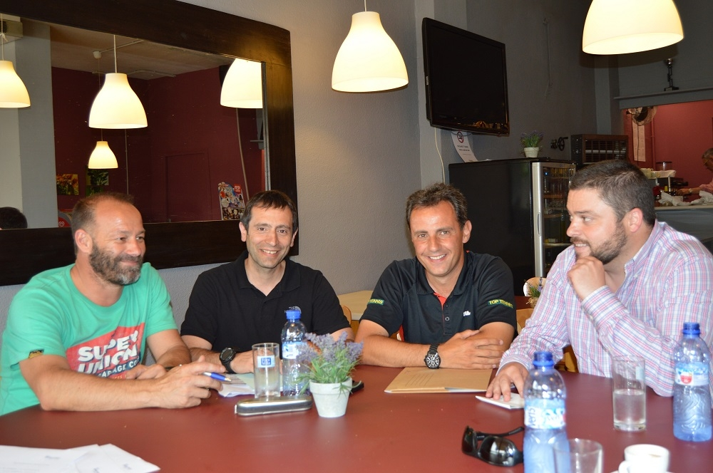 Signatura del conveni entre l'empresa Top Tennis i el Club les Moreres gestionat per Cal Font