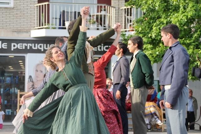 Ball, interpretació i vestuari pertinent de Bitrac Dansa per retrocedir fins al 1714