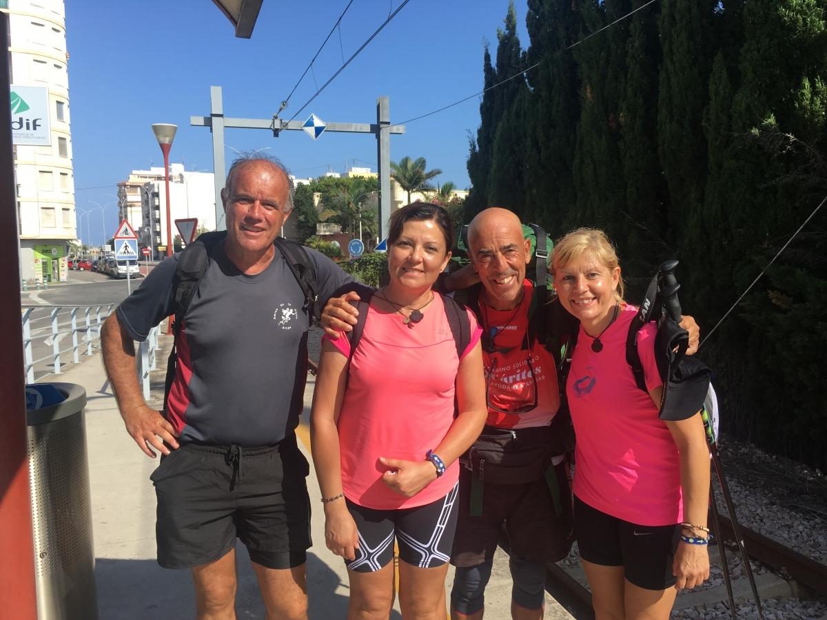 Serra, segon a la dreta, en una fotografia amb companys de camí