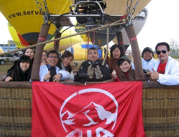 Alguns dels treballadors indonesis dalt del globus