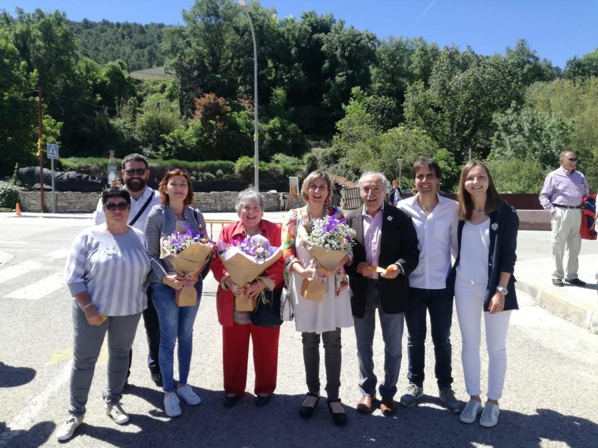 La consellera i la diputada, amb els membres del consistori carmetà