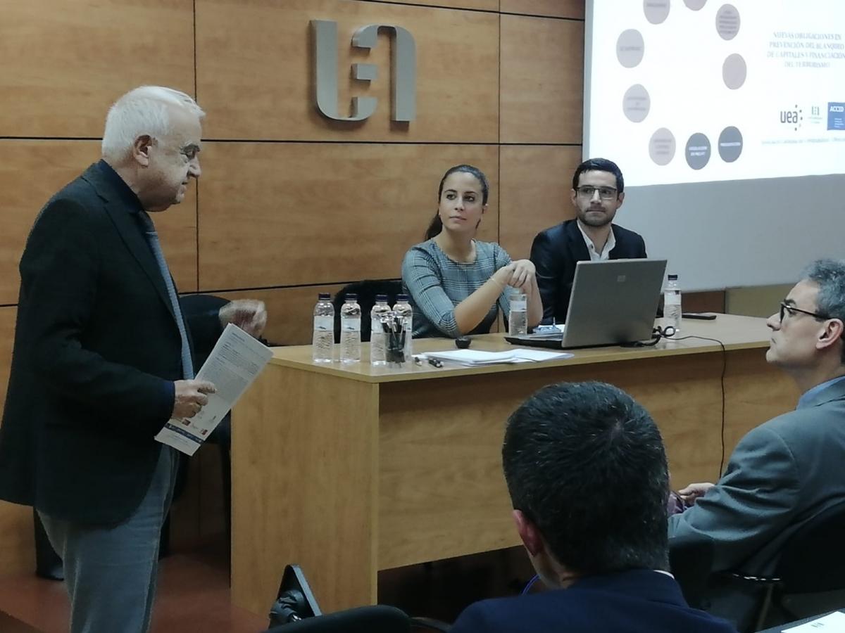 La ponència va tenir lloc a la Sala d'Actes de la UEA