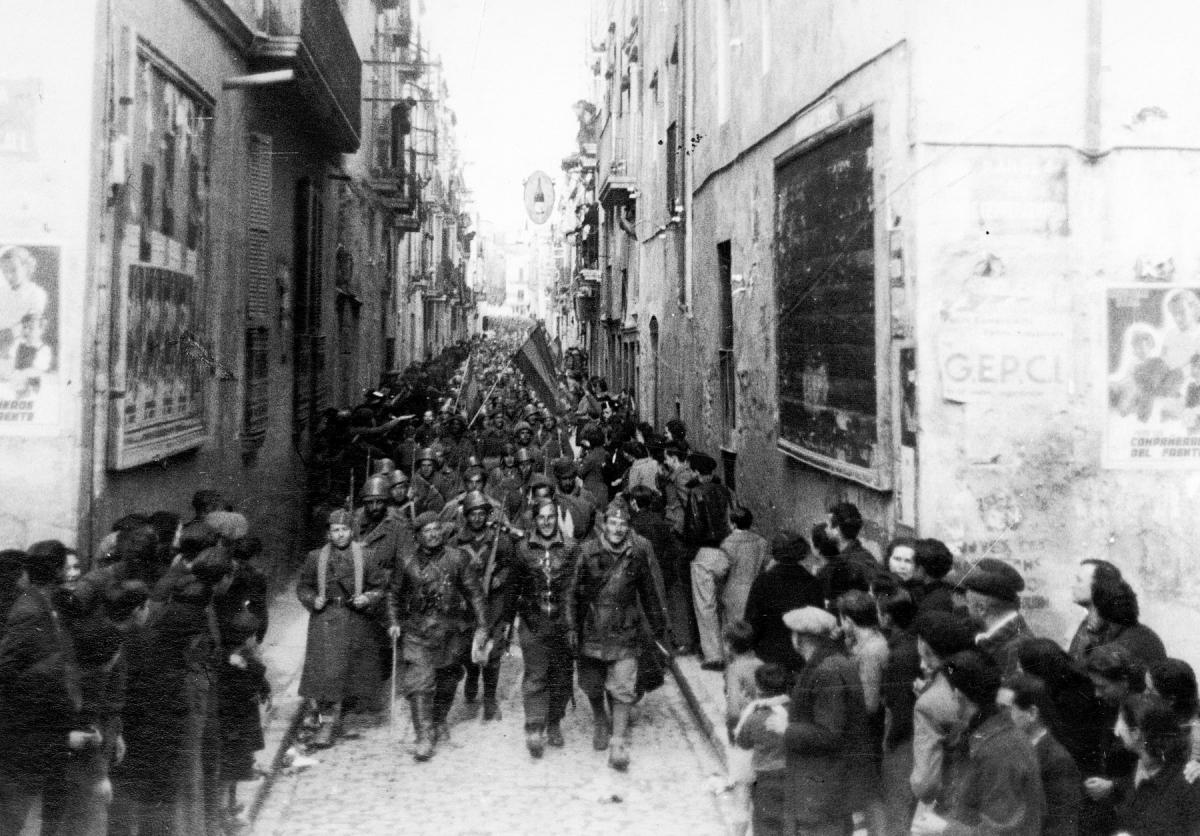 Entrada de les tropes nacionals a Igualada, el 22 de gener de 1939, pel carrer Òdena. Foto: ACAN - AFMI. Autor Procopi Llucià