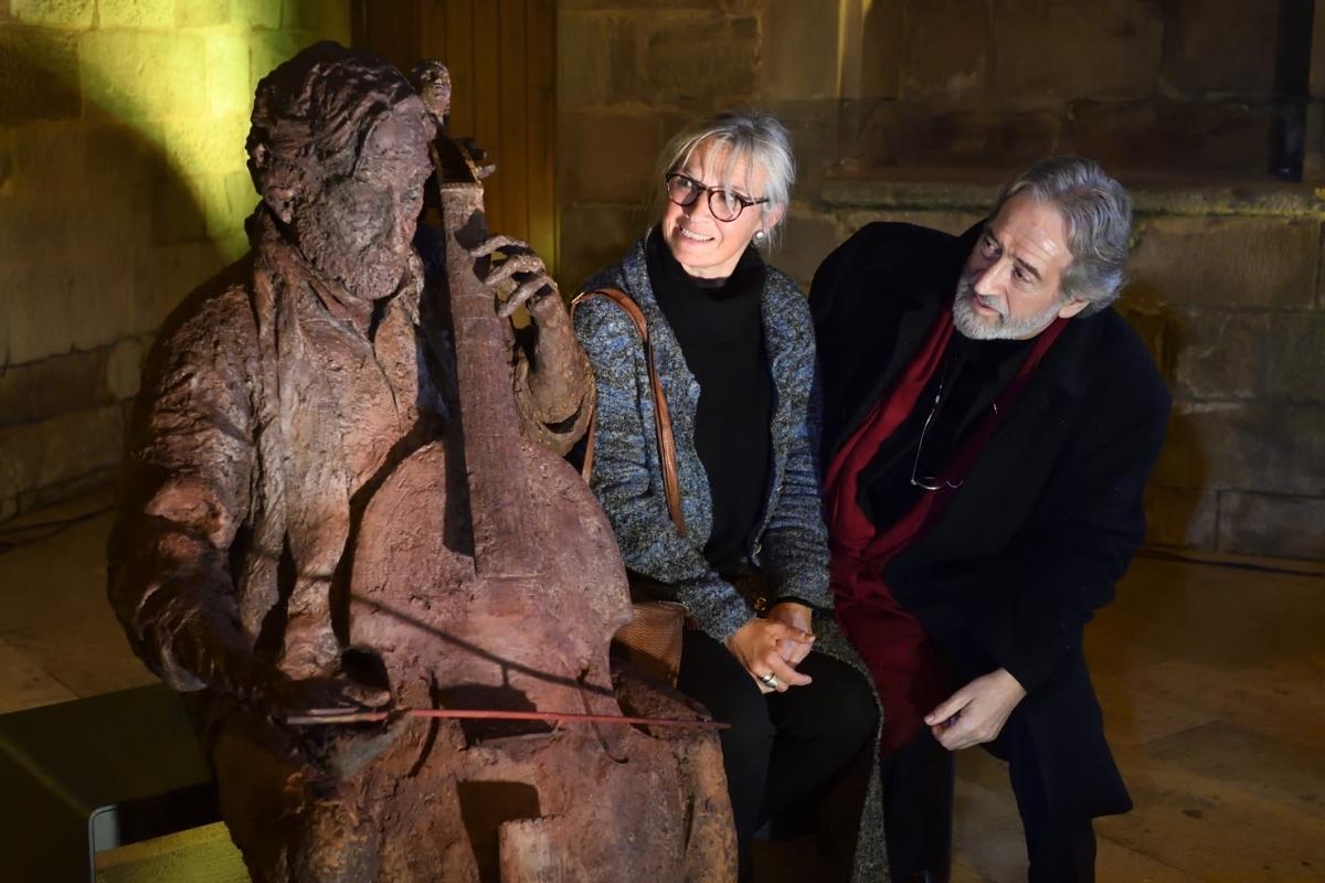 L'escultura, l'escultora i el músic