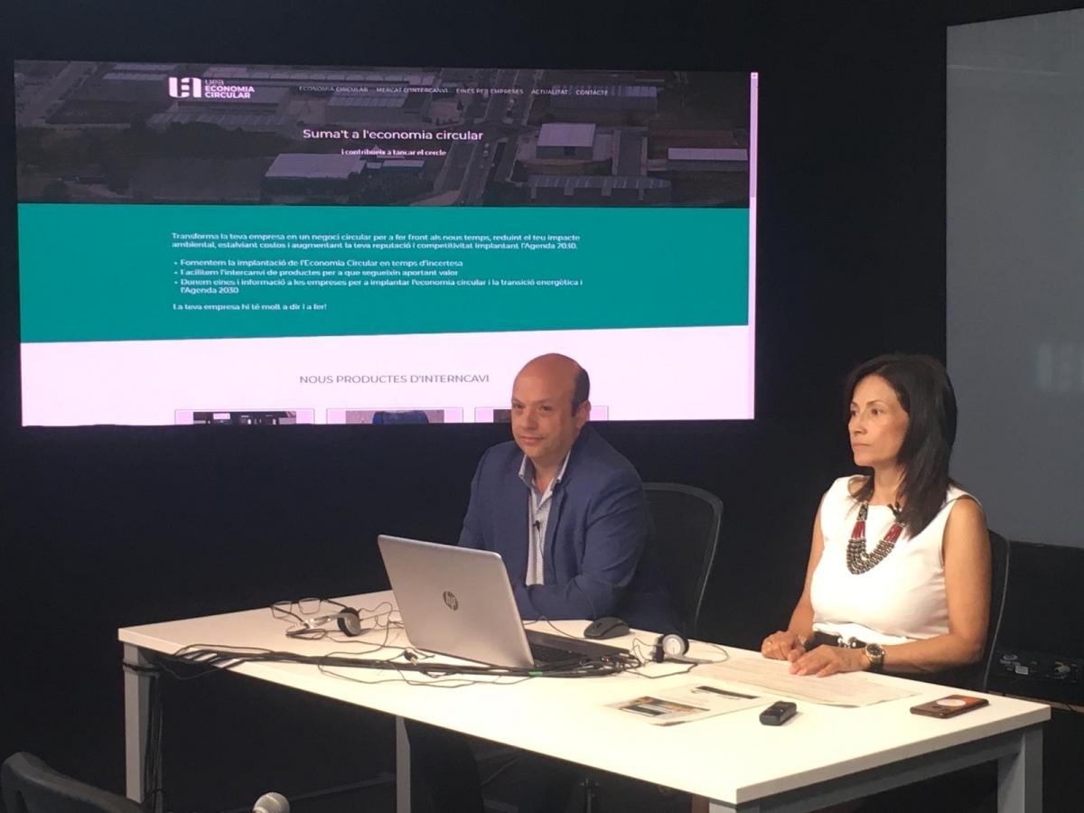 El president de l'AEPIC, Joan Mateu i la secretària de la UEA, Paula Arias, en la presentació de la iniciativa