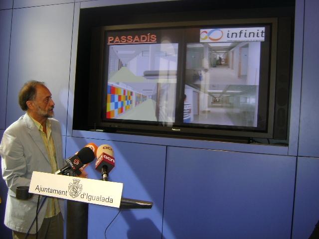 Enric Brunyó, responsable del projecte ensenya l'evolució de les obres