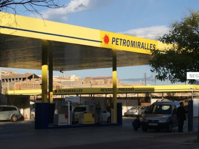 Una de les gasolineres de Petromiralles a Igualada