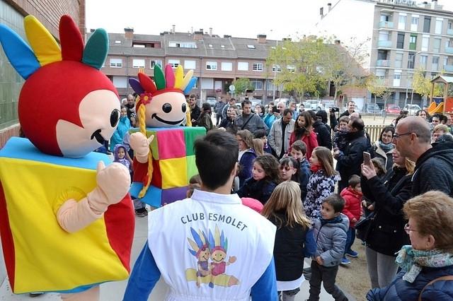 L'acte d'obertura al públic d'un dels patis del CEIP Ramon Castelltort, un dels centres municipals d'Igualada