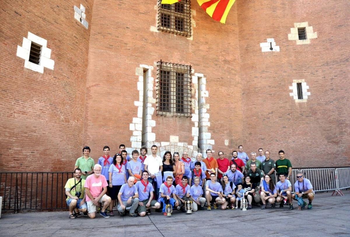 La comitiva igualadina amb el regidor d'Afers Catalans, Brice Lafontaine, després de la recollida de la Flama (Carmel·la Fotografies)