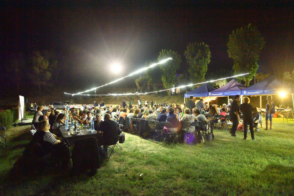 Una vetllada que va reunir 235 persones a l'esplanada del Samuntà