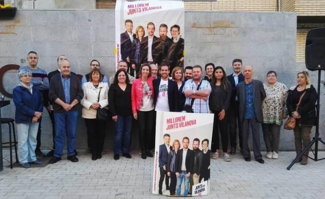 Junts per Vilanova, amb l'acompanyament de la consellera, al centre