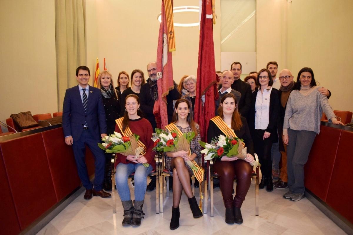La pubilla i les Dames d'Honor, acompanyades dels banderers i dels representants del consistori