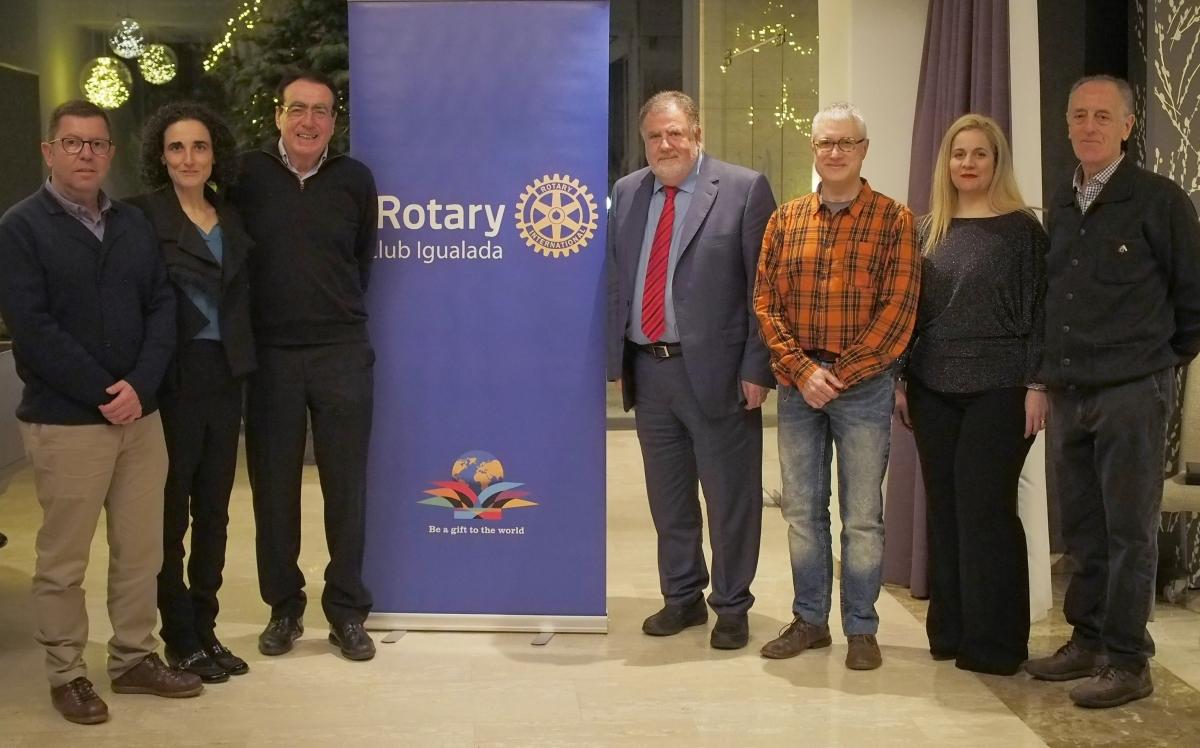 L'acte de presentació del concert solidari, amb els membres del Rotary al centre