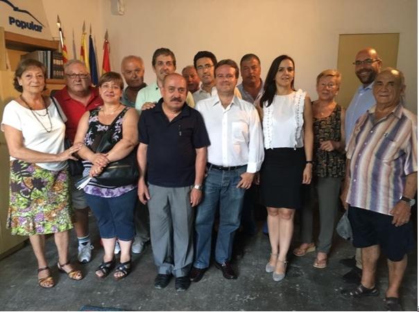 Foto de grup amb els presidents i integrants de les noves juntes