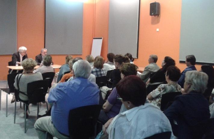 La sala de socis de l'Ateneu plena per escoltar a Rafel Nadal