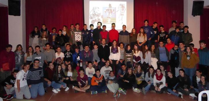 Els alumnes del SES, amb Sabaté al centre
