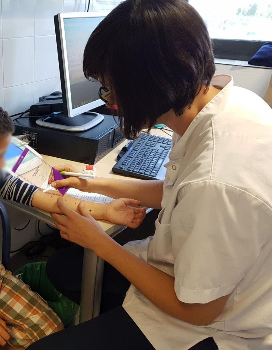 Una de les consultes a un infant al CAP Nord