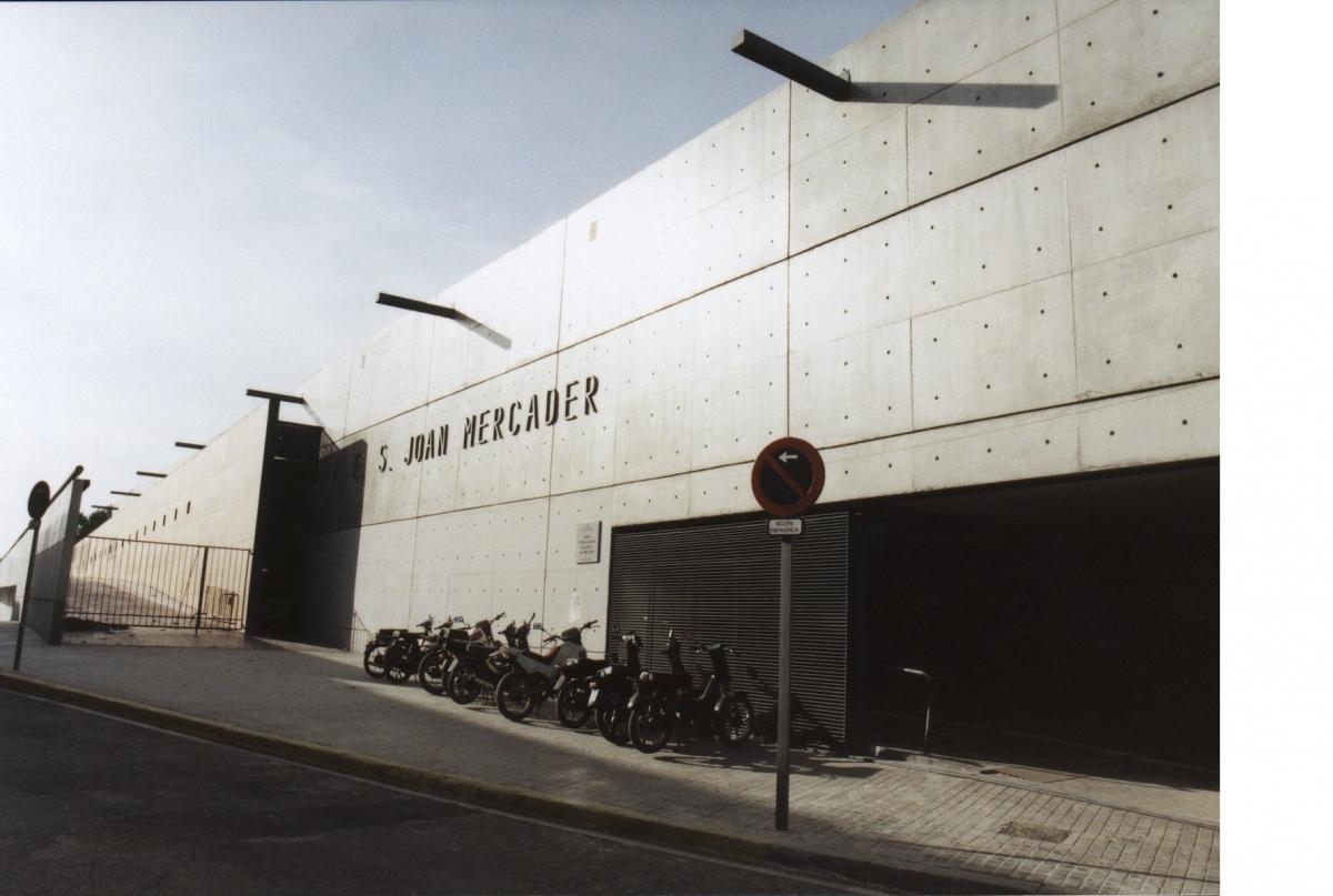La façana de l'INS Mercader