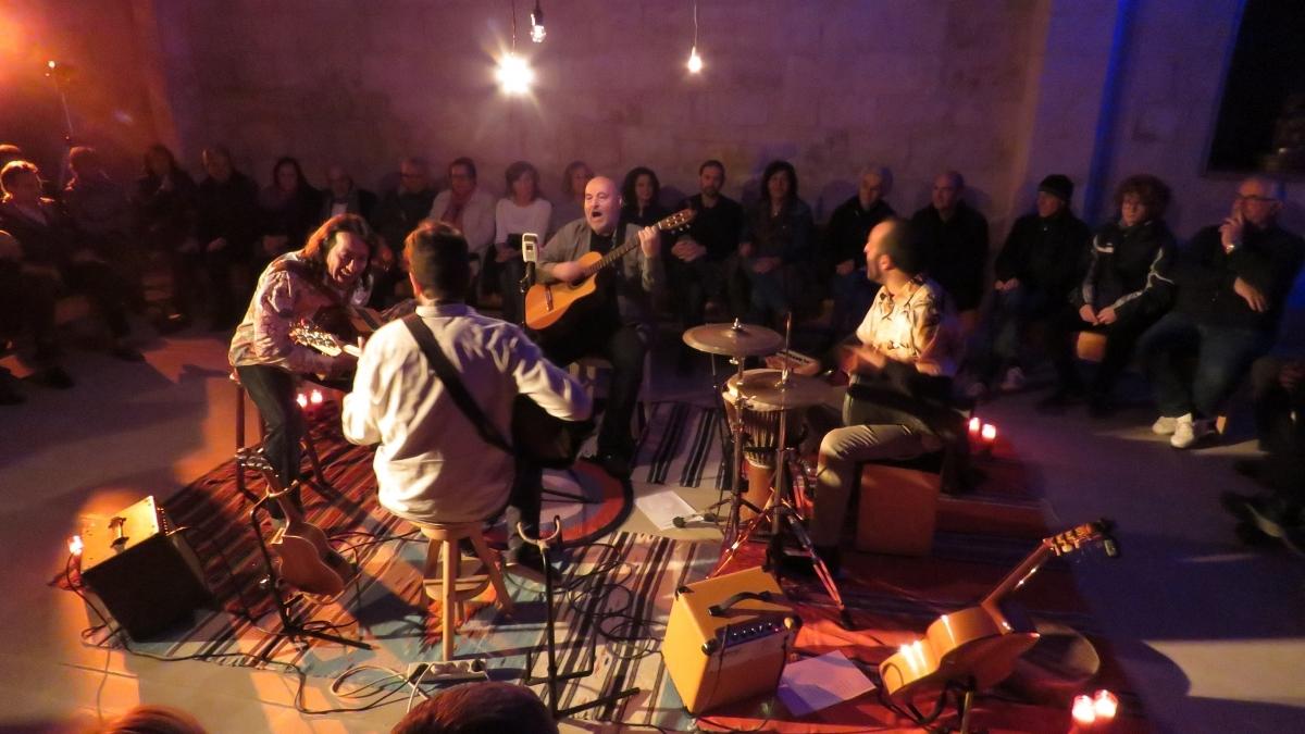 Els quatre músics de la Guingueta, davant el públic d'Orpí